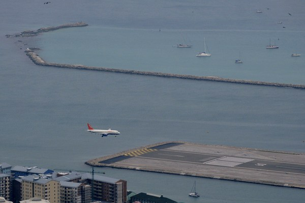 Easyjet_a319_approach_at_gib